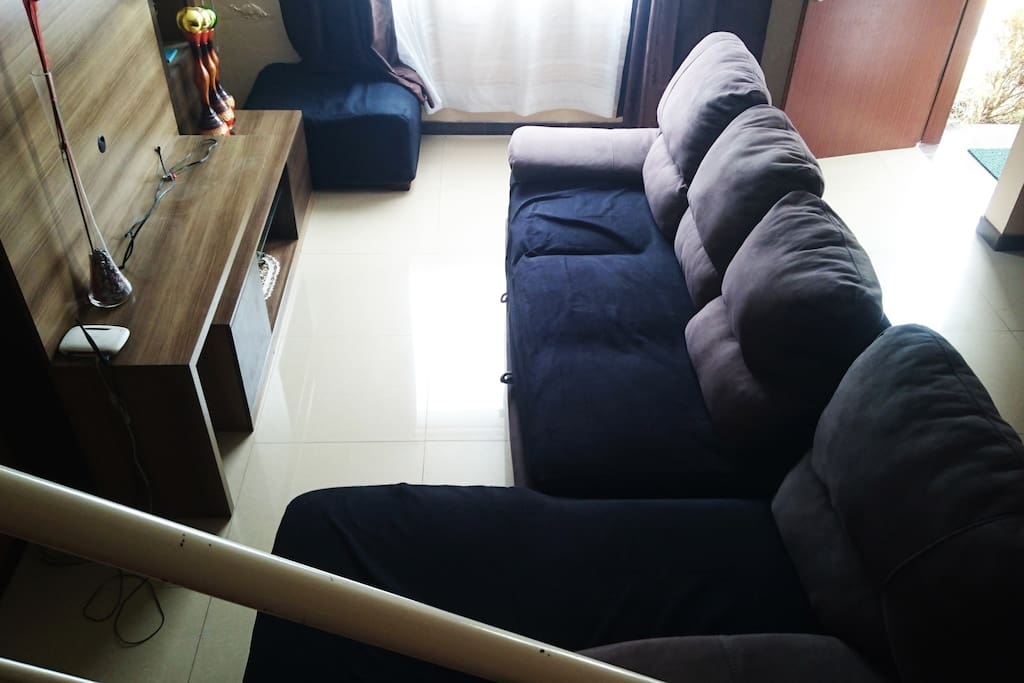 Sofá cama, TV , hermoso espacio con luz natural.