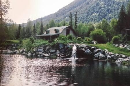 Adams River Ranch (Rustic Retreat)
