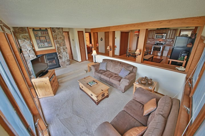 Family-Friendly Condo w/Fireplace, Shared Outdoor Heated Pool, and Free WiFi