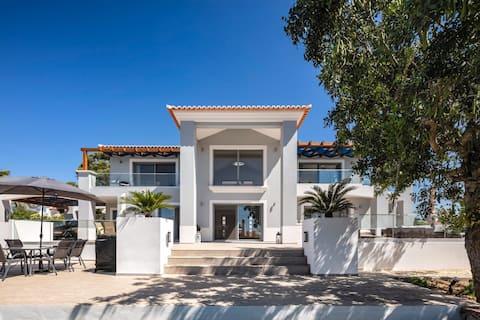 Deluxe bedroom en suite in new luxury detached private villa with pool