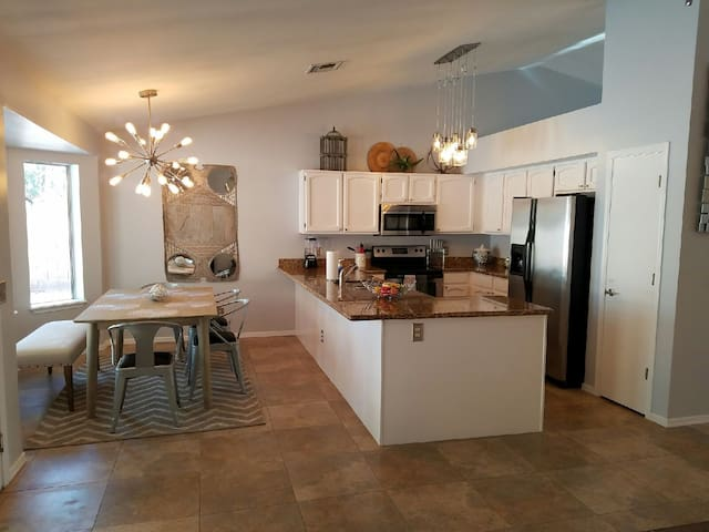 Resort style home with premium amenities! - Gilbert - House