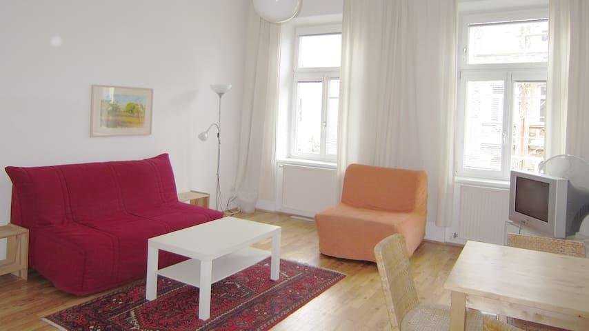 Gemütliche Sitzecke mit 2 Sofabetten (1 doppeltes und 1 Einzel-Sofabett)