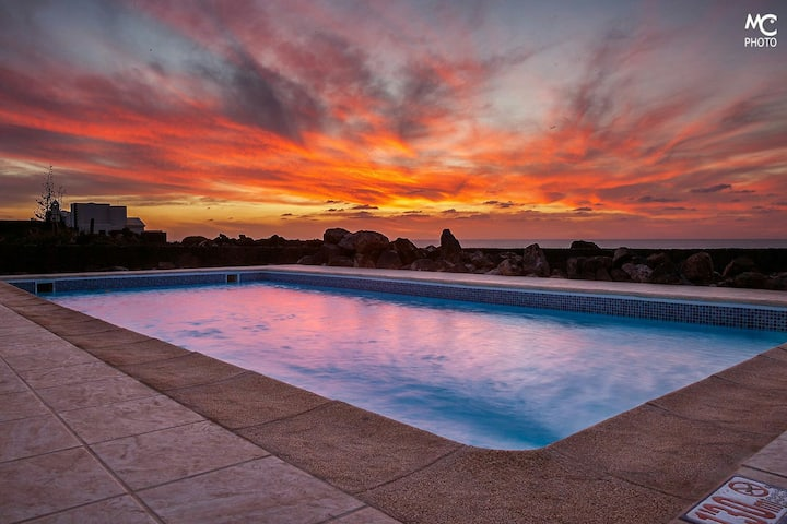 Villa front of the sea,free heated pool, BBQ,wifi