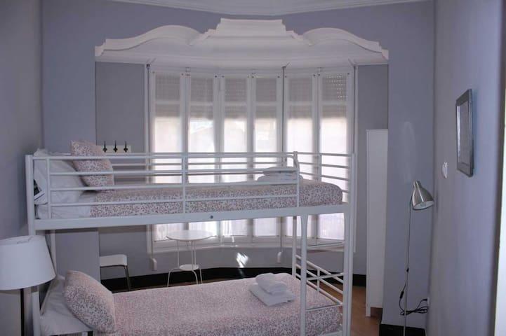 Hi Valencia Cánovas - Twin basic. 2 camas individuales literas con baño compartido - Tarifa estandar