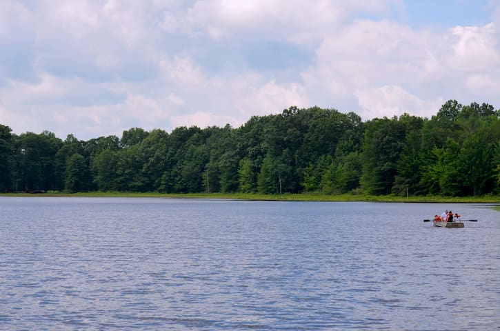 Caroma Lake Cabin- Getaway with Private Lake