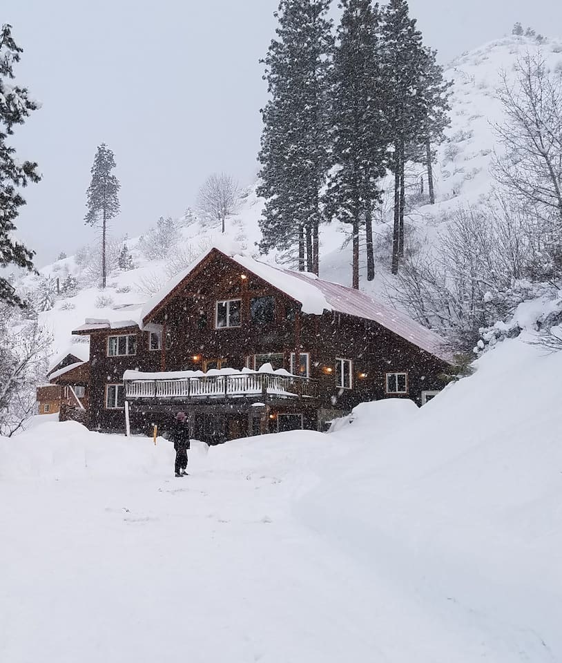 Demigod Lodge in winter, listen to the quiet falling snow!  Just 5 miles from the bustle of Leavenworth