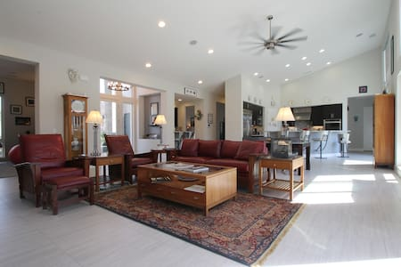 Private Tan Room in Quiet House - Rancho Mirage - Hus