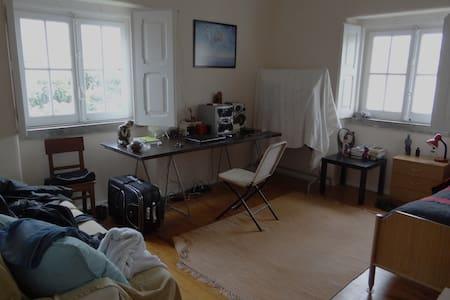 Room Lisbon (Parede) near the beach - Casa