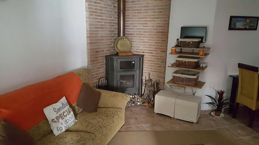 Spacious one bedroom apartment - Casarabonela - Daire