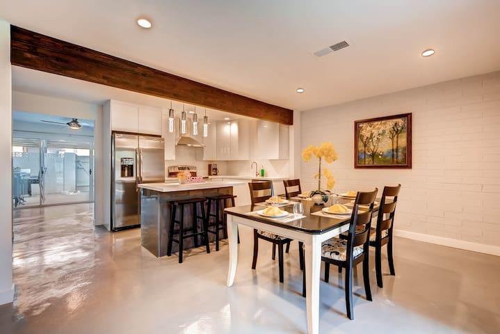 Downtown Luxury 3BR - Patio and Pool! - Scottsdale - Condominium