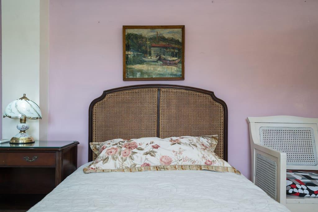 Dos camas full bien comodas.