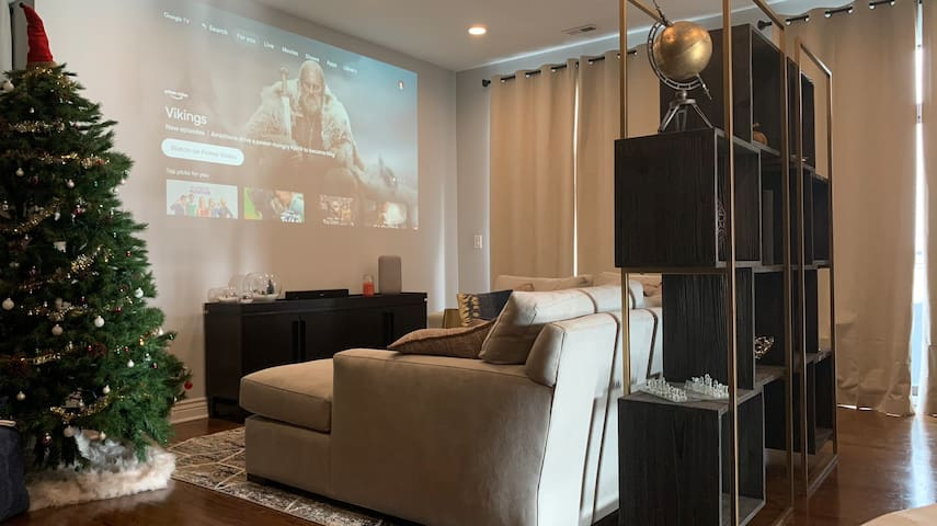 Beautiful Lincoln Square Apartment With Projector