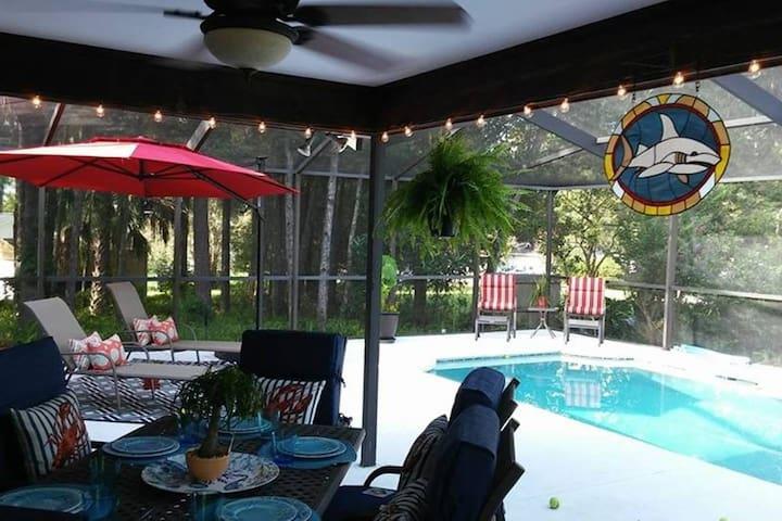 LOVELY CLEAN SALTWATER POOL HOME W/BREAKFAST