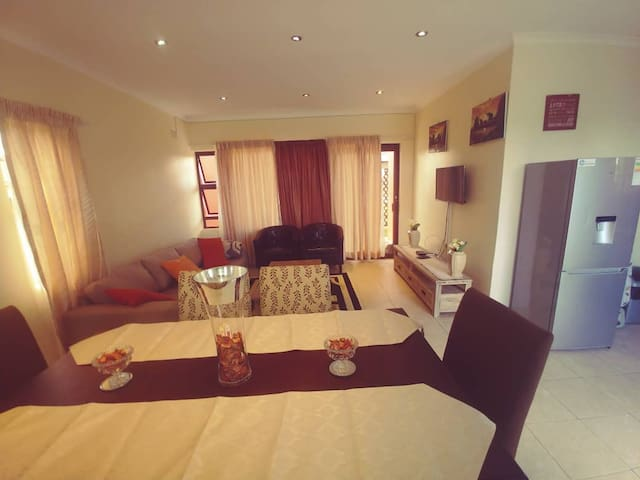 Contemporary,cozy 3 bedroom cottage-solar+borehole