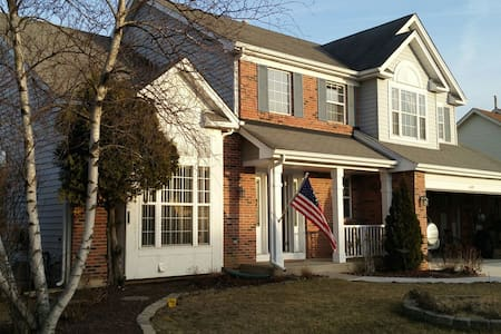 A Spacious & Fabulous Home 5 bdrms--Sleeps 20 plus - Oswego