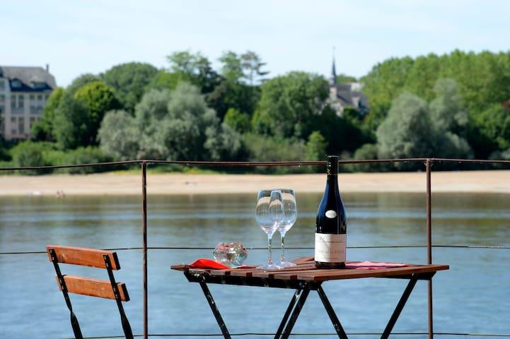 Maison de charme, un balcon sur la Loire.