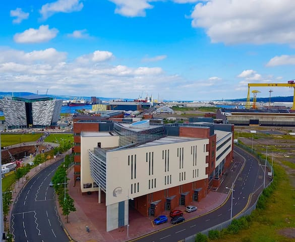 LUXURY:AFFORDABLE PENTHOUSE: TITANIC AREA:6 GUESTS