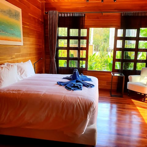 bedroom with 5* quality king size bed