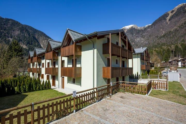 Bilocale in ottima posizione - Carisolo - Apartamento
