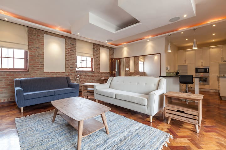 3 bedroom, City Center, New York style Apartment