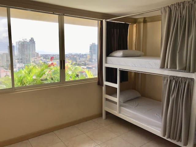 Cebu City View Backpackers Aircon•Wifi•Hot Shower