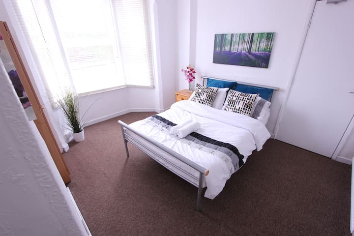 Budget Rooms: 10 Mins Walk to the City Centre - Nottingham - House