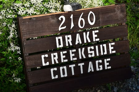 2 bed creekside cottage close to downtown