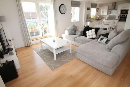 Bright, modern 3 bed apartment close to Marina - Portishead