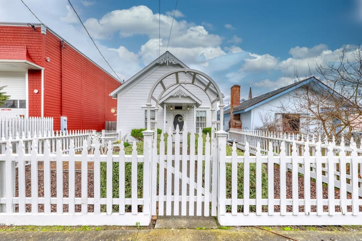 Charming Victorian dog-friendly gem w/ 11-foot ceilings & private gas grill