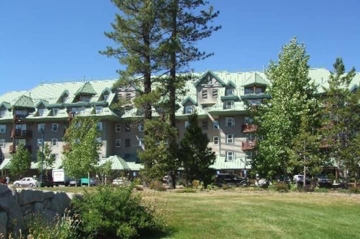 Lake Tahoe Vacation Resort- Studio sleeps 2