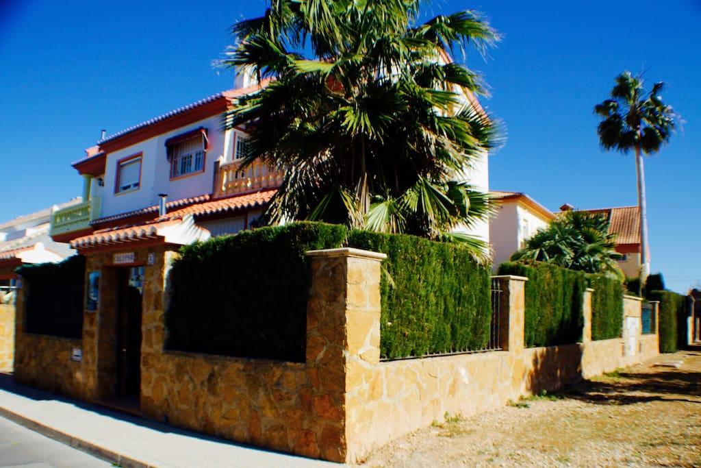 Bonito chalet entre gandia y playa chalets en alquiler for Alquiler chalet piscina privada comunidad valenciana