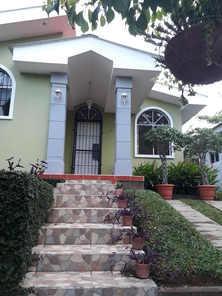 Alojamiento seguro, cerca de Managua.