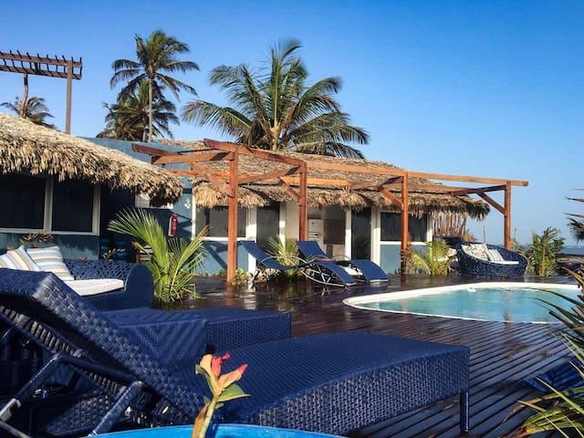 Cabana Chic Sunrise 1 - bangalô à beira-mar