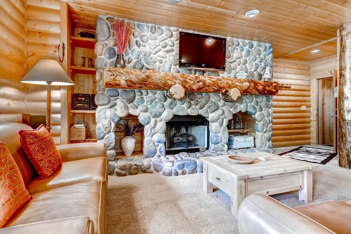 Comstock Lodge #207 | Gorgeous Condo | Located in Deer Valley's Snow Park | Private Outdoor Hot Tub | River Rock Fireplace | Great Views | A/C