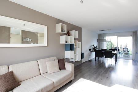Complete house + parking + bikes - Breda