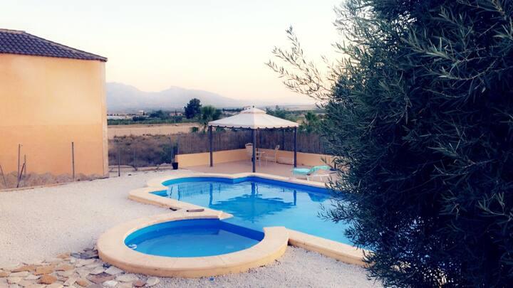 Villa Private Pool - 35 minutes from Alicante