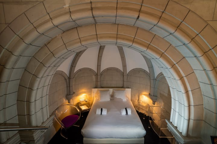 """Séduction"" Room"