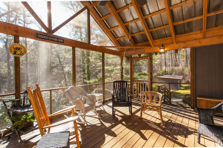 5BR w/ Screened Porch, Deck, Grill