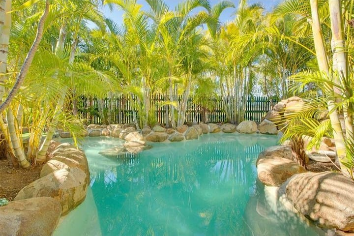 Tropical oasis pool, great family home
