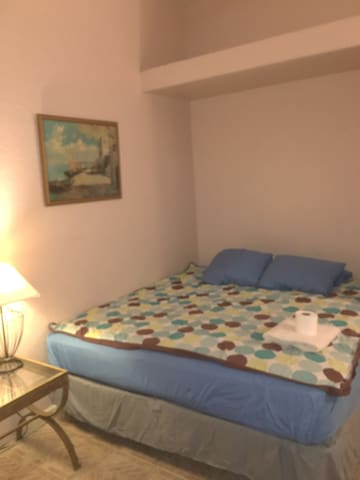Private Room w/ King Bed & LCD TV - Pinellas Park - Casa