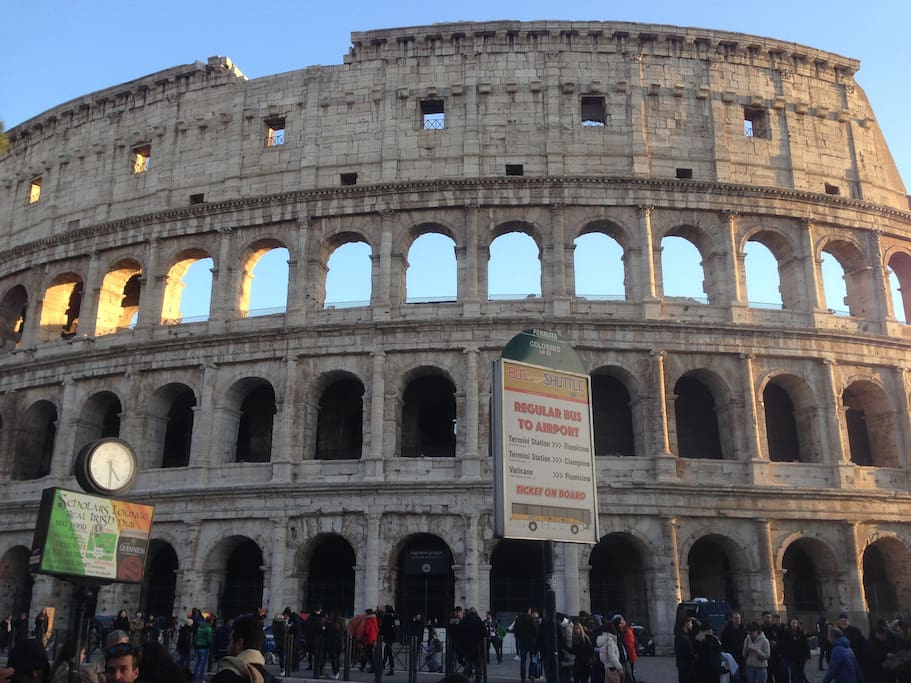 At 0 3 mile from colosseo apartments for rent in rome for Airbnb roma
