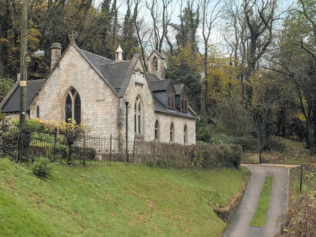 The Old Chapel (UKC1077)
