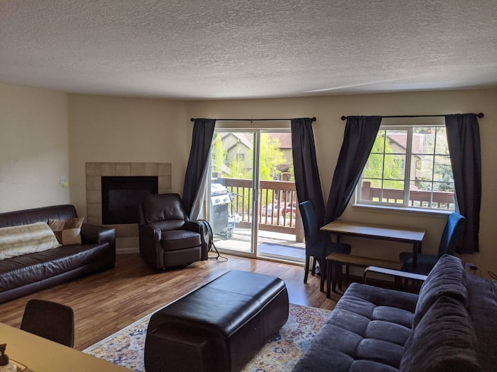 Center of town 2 bed/2 bath ski access condo