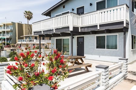 A BEACHFRONT 2BD/2BA Spacious Condo w Parking WiFi - Carlsbad