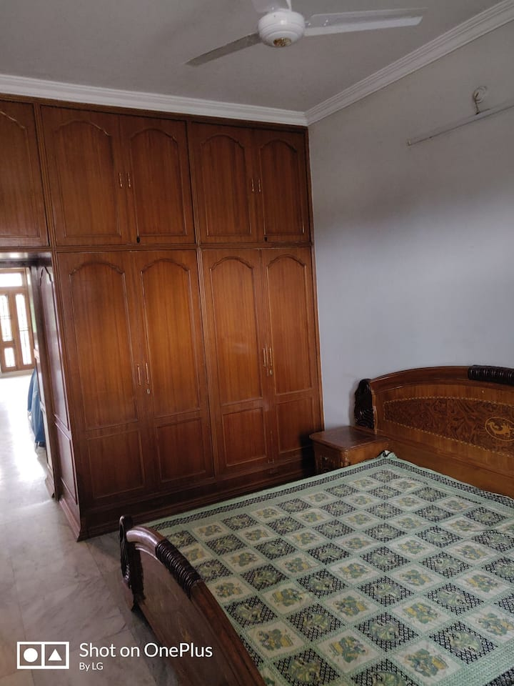 Private room in home, nearby many restaurants