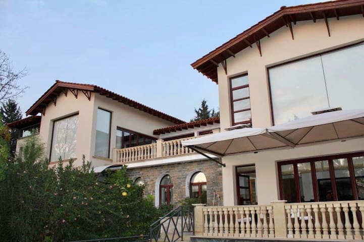 3 Bed Large Luxury Villa w/ Private Pool & Gardens