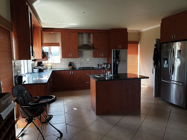 Beautiful large kitchen, fully equipped