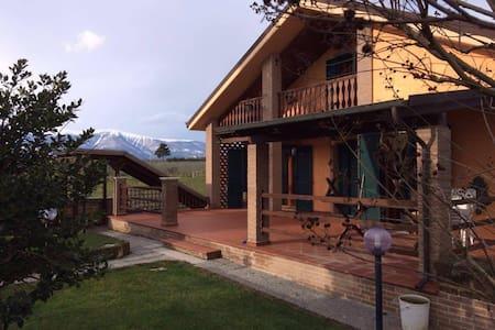 Casa di campagna tra mare e montagna - Orsogna