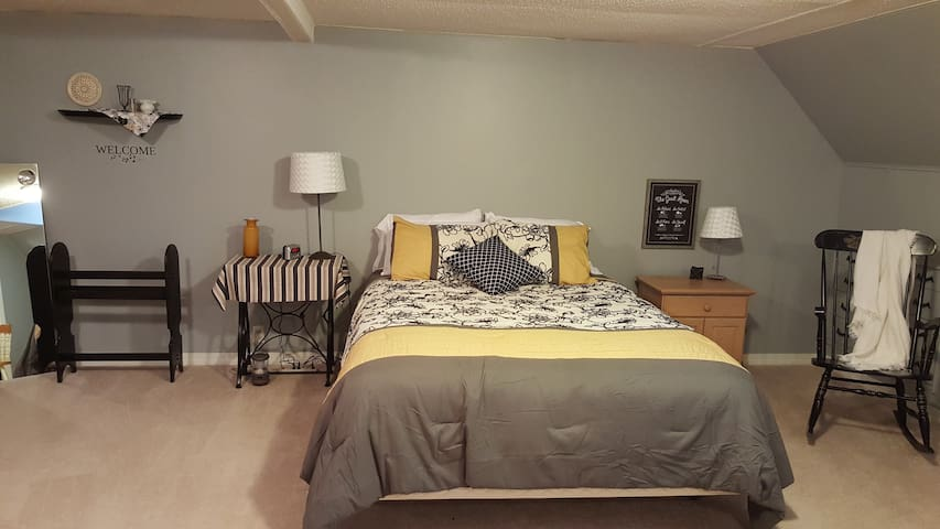 Private Upstairs Farmhouse Bed, Bath and Landing - Hamilton