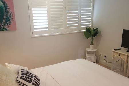 Spacious and welcoming comfy bedroom - Matraville